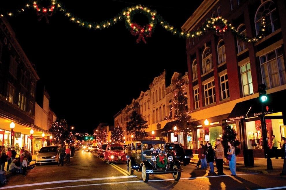 Holidays on Broughton | Savannah Dream Vacations